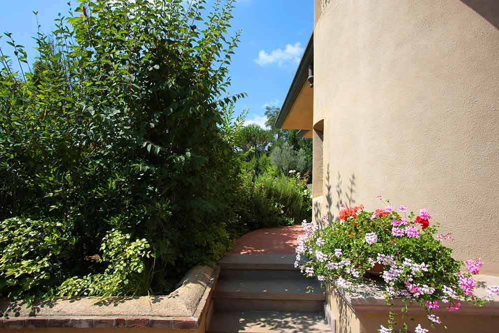 Realizzazione e manutenzione giardini a pisa livorno firenze for Progettazione giardini lucca