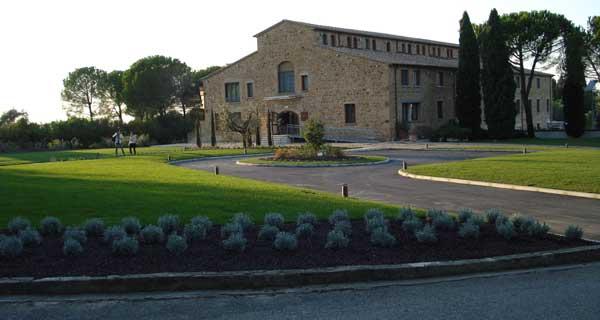 Hotel la tabaccaia a castelfalfi foto for Realizzazione giardini firenze
